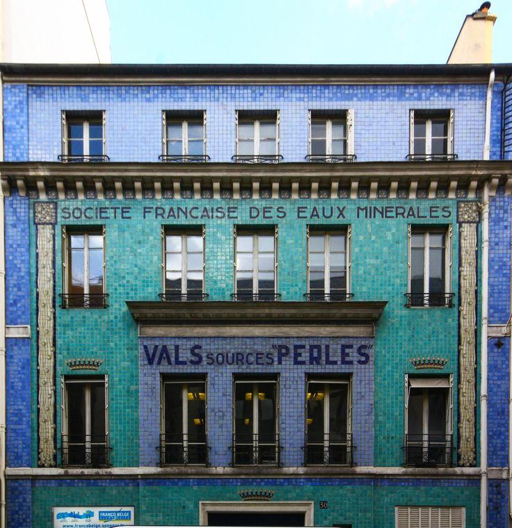 façade mosaique rue de Londres 9ème arrondissement Paris